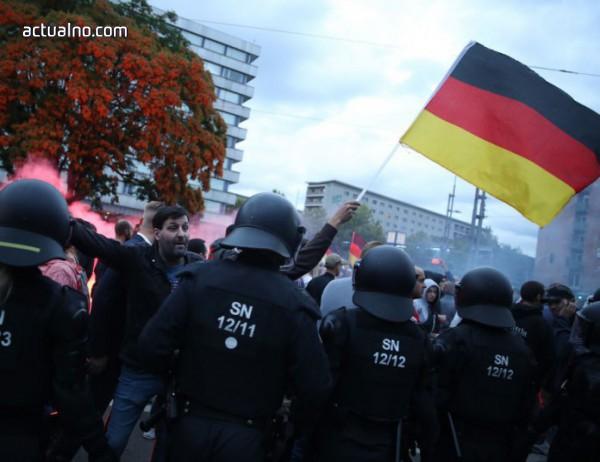 photo of Една освирепяла тълпа вилнее из Кемниц