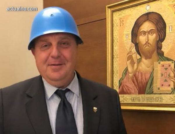 photo of Нов вицепремиер? По-добре синята каска на Каракачанов