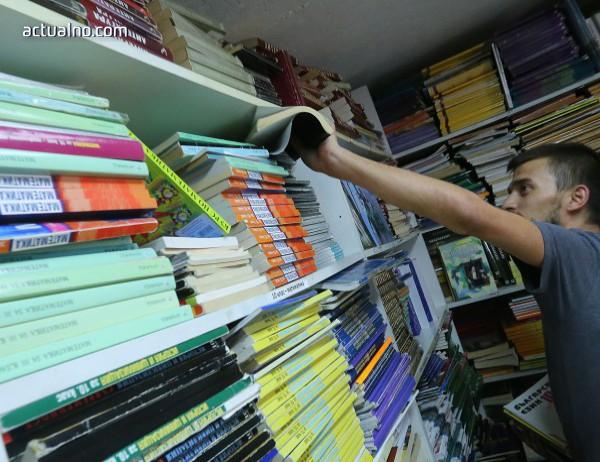 photo of Образователното министерство ще преговаря за по-евтини учебници с издателствата