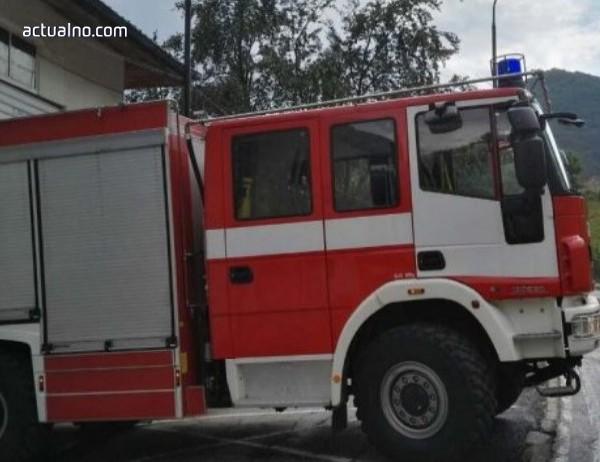 photo of Пожарна се обърна в село край Белица
