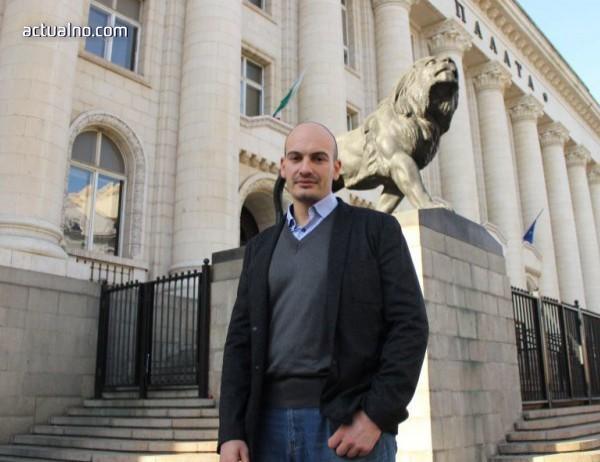 photo of МВР арестува двама разследващи журналисти
