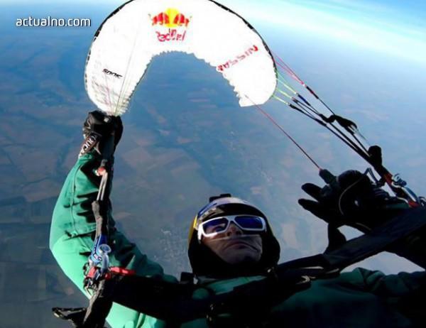 photo of Българин е новият световен рекордьор в акробатичния парапланеризъм