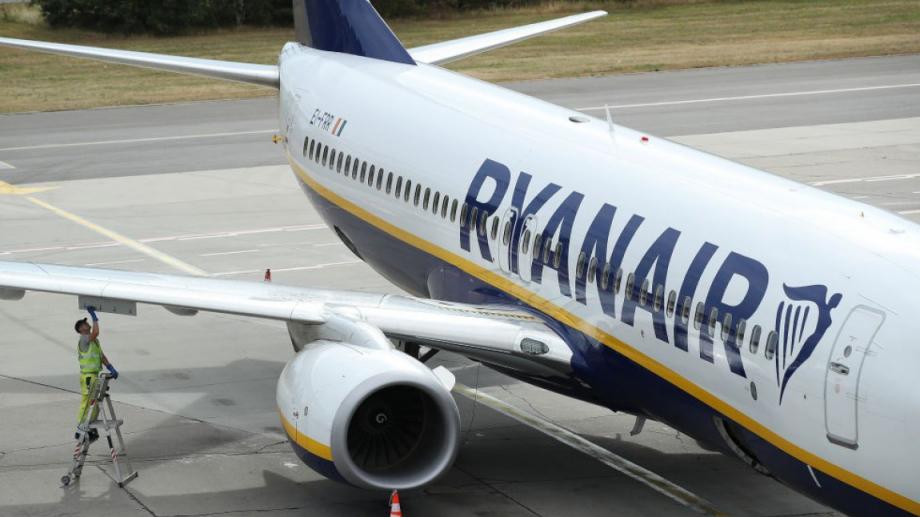 Авиокомпанията Ryanair се подготвя да съди британското правителство за граничната