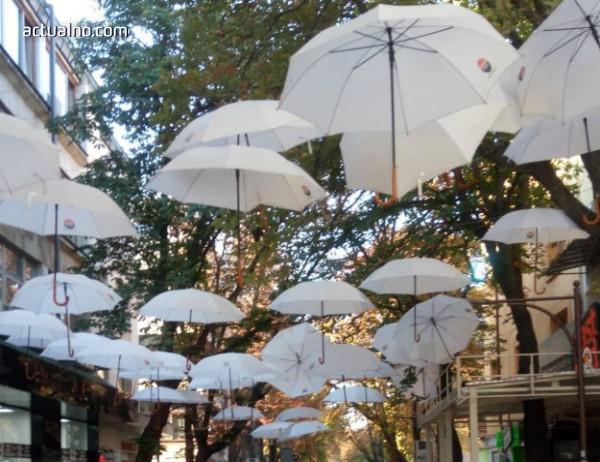 photo of Свалиха емблематичните чадъри от центъра на Благоевград (СНИМКИ)