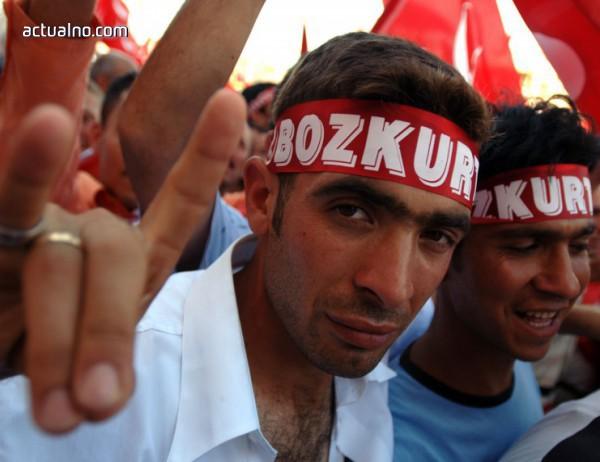 photo of Както и в Австрия, германски политици поискаха забрана за турска терористична символика