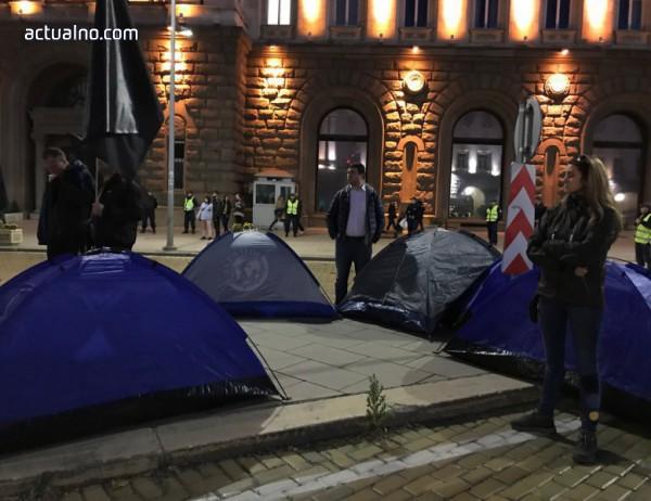 photo of Протестиращите майки изкараха нощта на палатки пред Министерски съвет