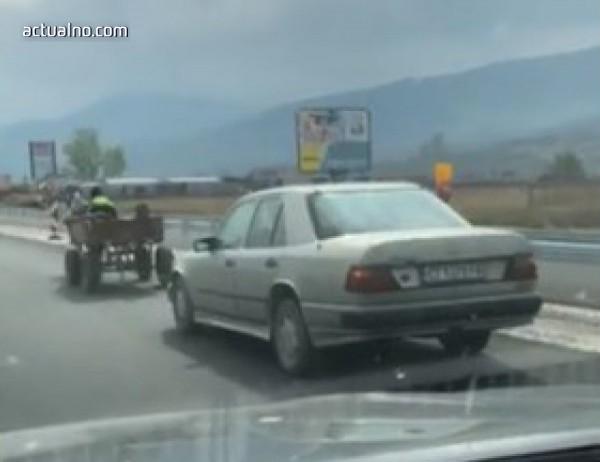photo of Нов вид пътна помощ - каруца тегли закъсала кола (ВИДЕО)