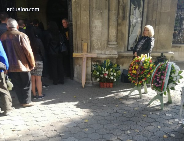 photo of Русенци се простиха с журналистката Виктория Маринова