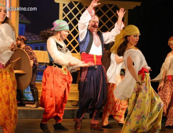 """photo of """"Българи от старо време"""" посрещат в Музикалния театър"""
