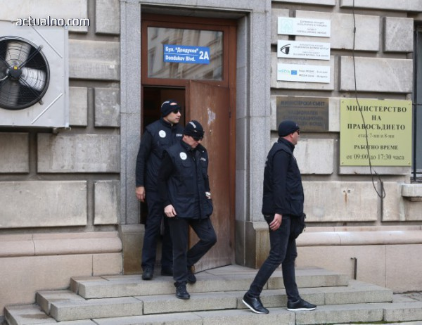 photo of Българи в чужбина поискаха закриването на ДАБЧ