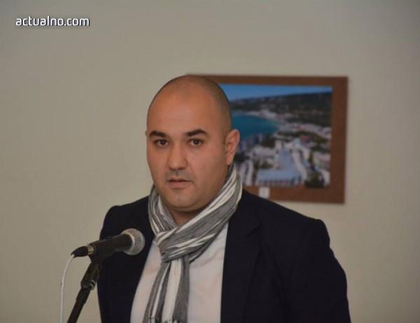 """photo of Бивш възпитаник на Гимназията по дървообработване с авторска фотоизложба """"Варна"""""""