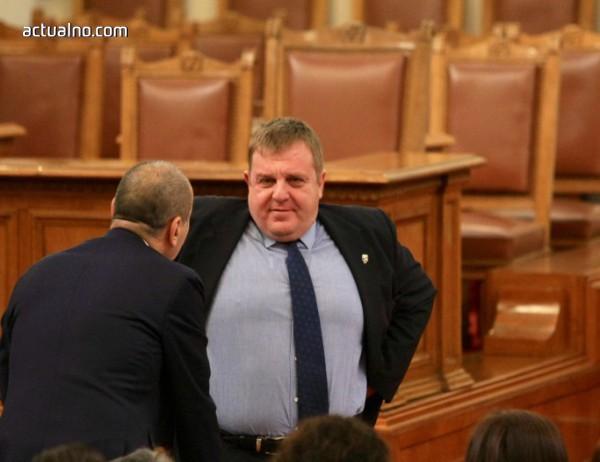 photo of Каракачанов му е по-важно, че не правителството, а армията го подкрепя за ромите