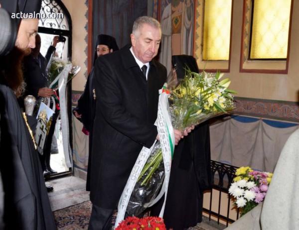 photo of Кметът на Видин поднесе цветя пред мавзолея на екзарх Антим Първи