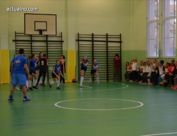 photo of Казанлъшко училище посреща патронния си празник с обновен салон