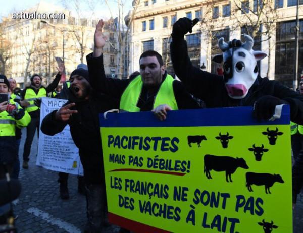 """photo of Демонстрант загуби ръката си при протеста на """"жълтите жилетки"""" в Париж"""