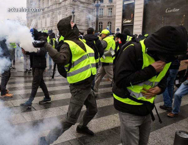 photo of Повече от 50 000 души протестираха във Франция снощи