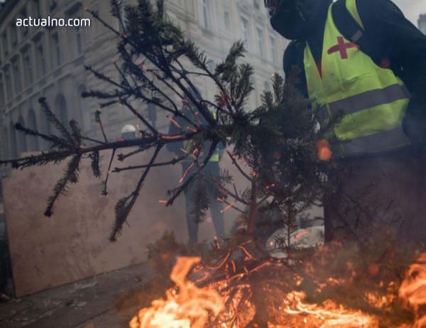 """photo of Засилени мерки за сигурност посрещат поредния протест на """"жълтите жилетки"""" в Париж"""