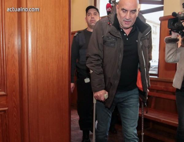 photo of Ценко Чоков на съд за документно престъпление