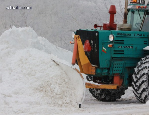 photo of 15 снегопочистващи автомобила в Кюстендил