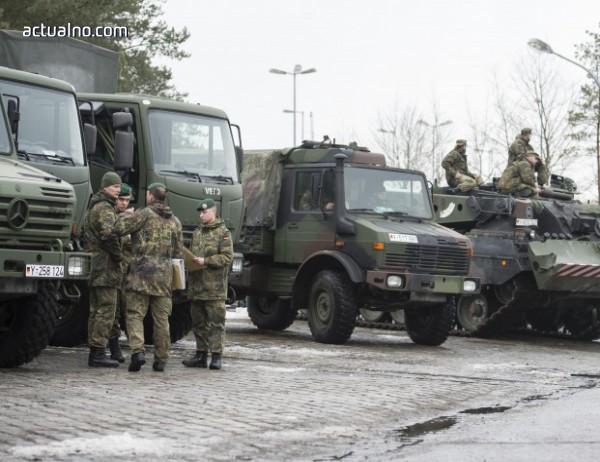 photo of Руската военна полиция патрулира около сирийския град Манбидж