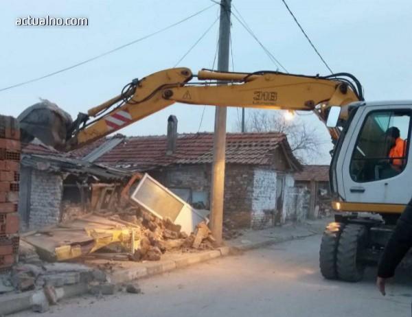 photo of Още 10 пристройки са съборени в циганската махала във Войводиново