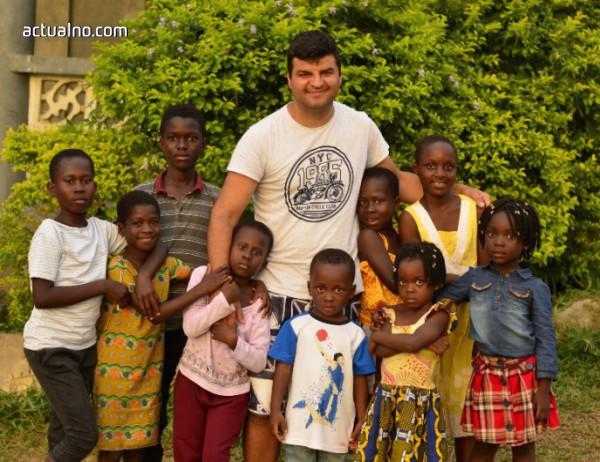 photo of Родопчанин спасява бедстващи деца в Африка (СНИМКИ)