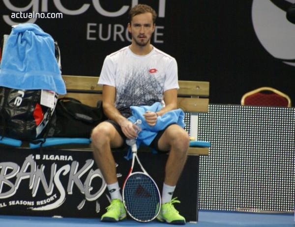 photo of Медведев нокаутира Монфис и ще спори за титлата на Sofia Open 2019