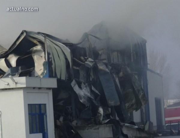 photo of Гъст дим над Войводиново, пожарът още тлее
