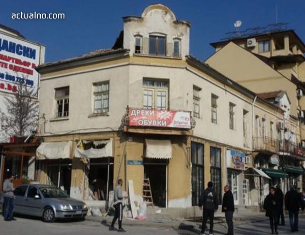 photo of Жители на Сандански се възмутиха от сграда в центъра на града