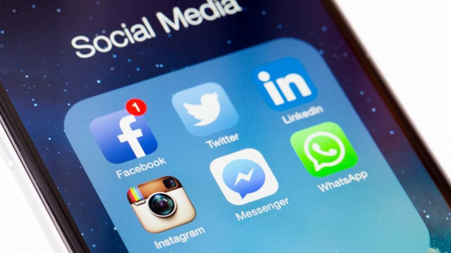 Русия глоби Facebook, Twitter и WhatsApp, тъй като не са