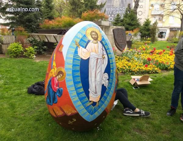 6058be5545d Огромни великденски яйца красят центъра на Пловдив (СНИМКИ)