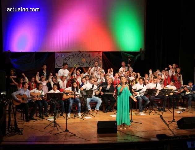 """photo of """"Вяра, Надежда, Любов"""" подаряват голям концерт на децата на Банско"""