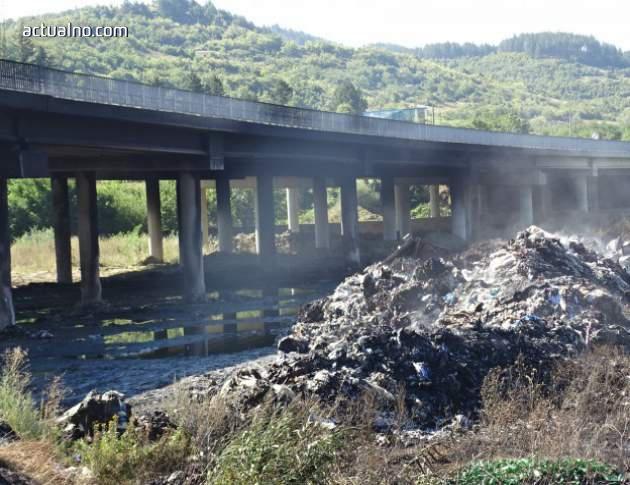 """photo of Твърдение: РИОСВ разрешила депониране на боклука, който затвори АМ """"Струма"""""""