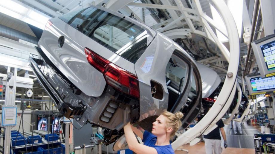 Продажбите на нови автомобили в Европа спаднаха до най-ниското си
