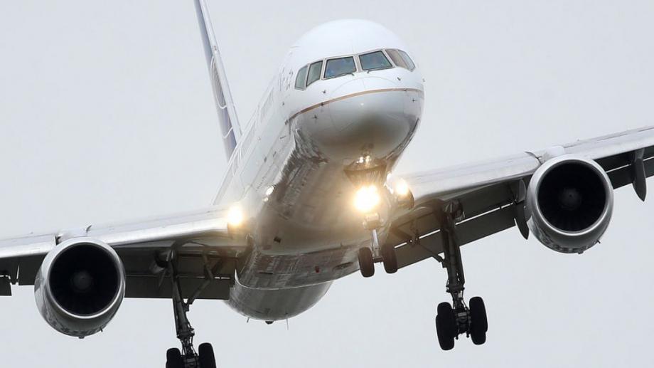 Подложен на огромен натиск да стане екологичен, авиационният сектор трябва