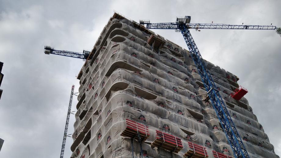 """Строителството на небостъргача """"Златен век"""" спира отново заради изтекло разрешително"""