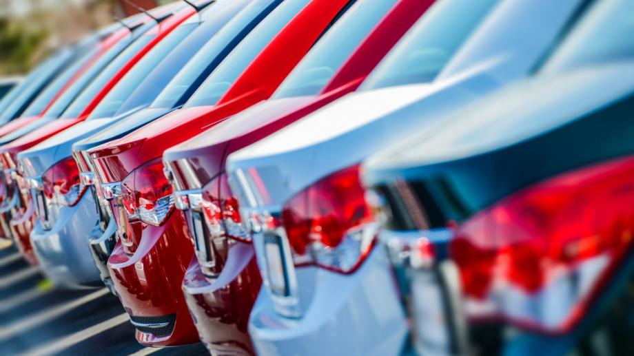 Продажбите на нови коли у нас нарастват със 76.5% на