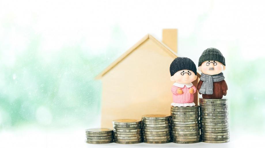 Българите, които плащат за да се пенсионират стават все повече.