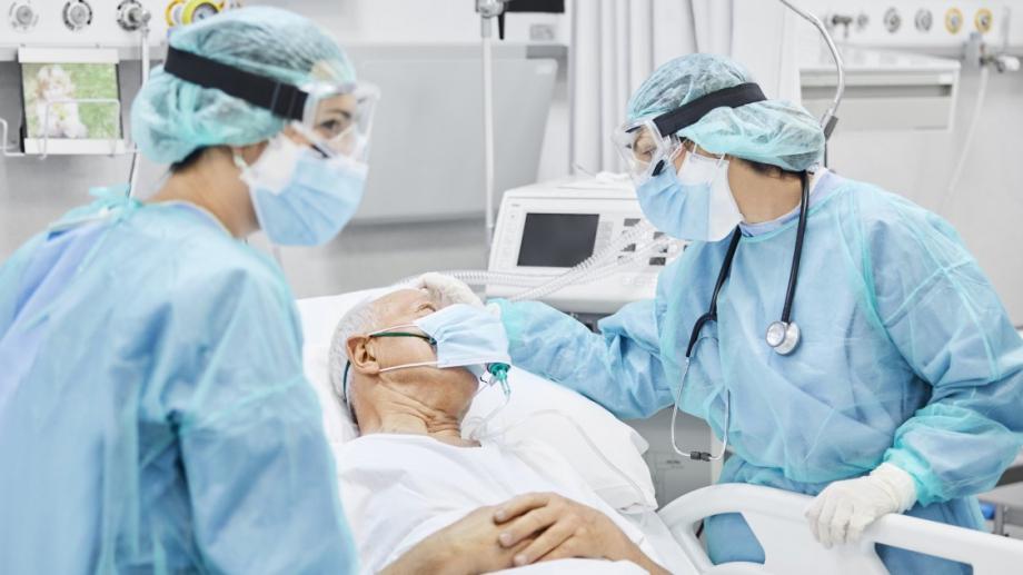 Шефовете на болниците в Англия се борят за болнични легла,