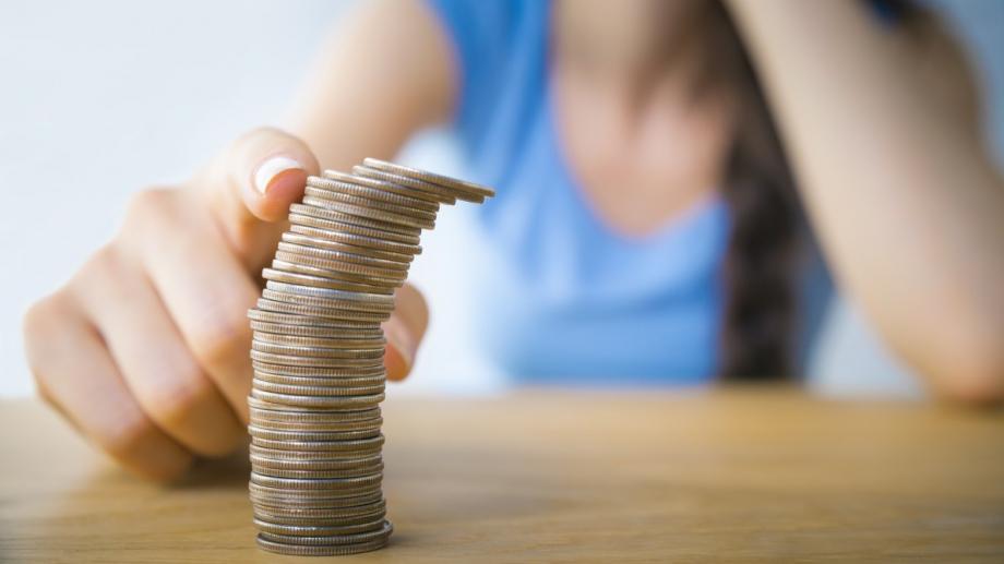Най-масовите задължения на българина са към банки, мобилни оператори и