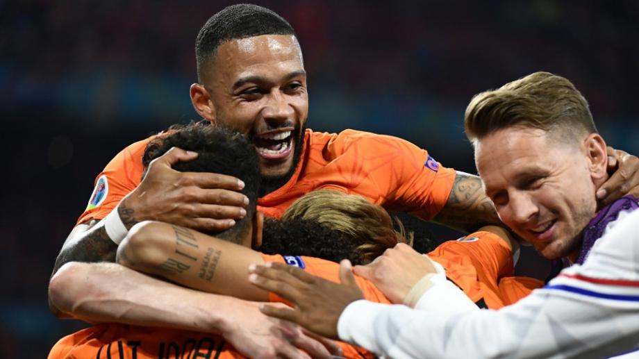 Нидерландия гледа към 1/8-финалите след лесна победа над Австрия
