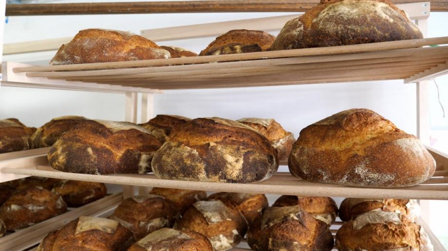 Цената на хляба се повишава, като килограм бял хляб вече