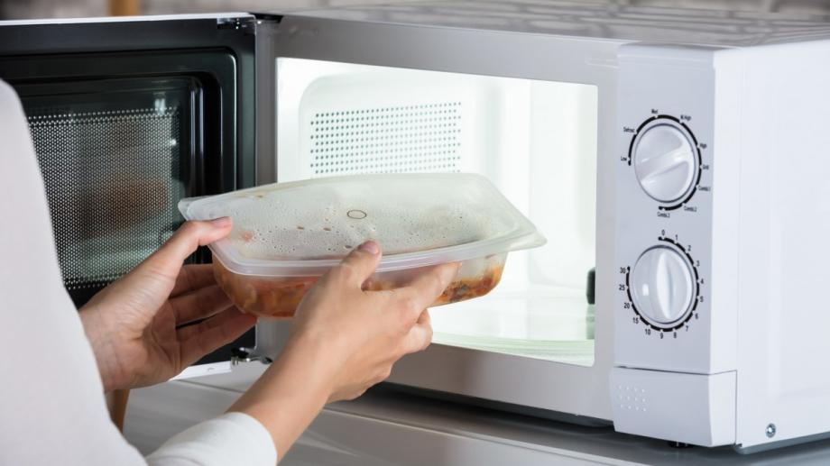 Микровълновата печка е голямо удобство, особено когато се налага да