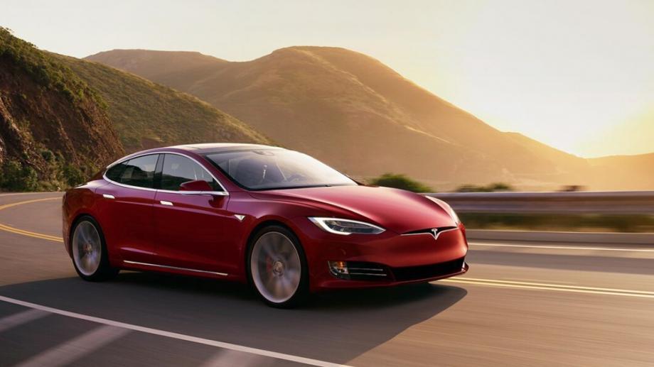 Производителят на електрически автомобили Tesla премахна проблемите с веригата за